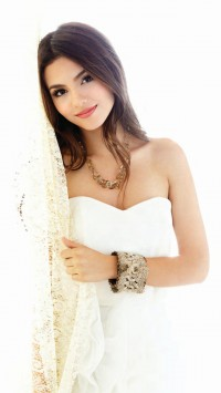 Victoria Justice Dress Up