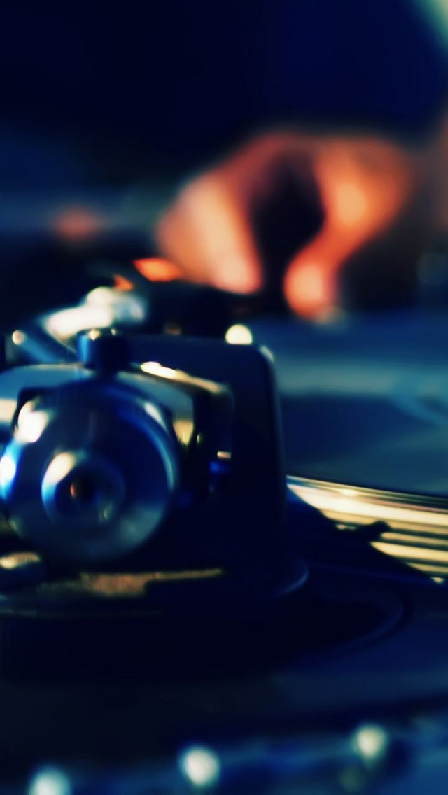 Dj turntables plate hands music the iphone wallpapers for Silverleaf com