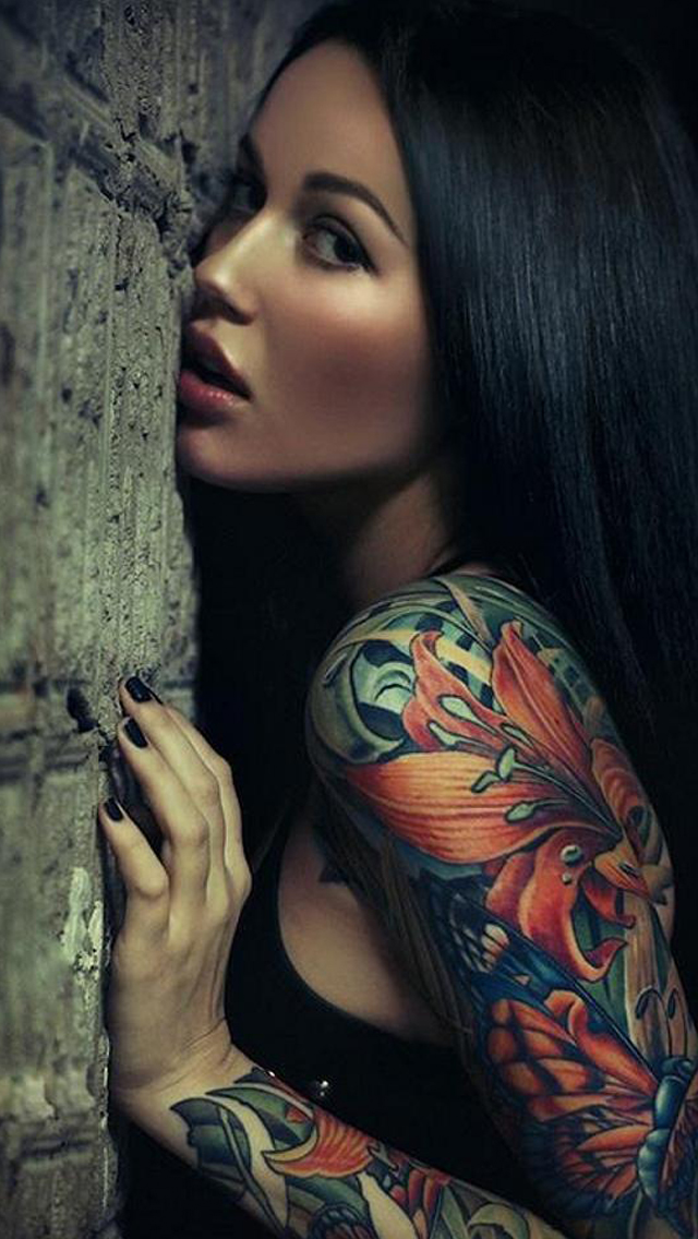 Sexy sleeve tattoo girl the iphone wallpapers for Hot tattooed babes