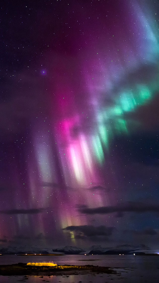 Northern Lights - The iPhone Wallpapers