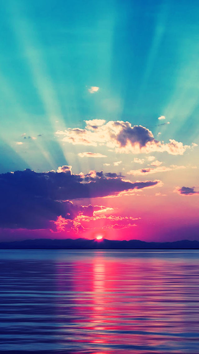 Beautiful Love Wallpapers For Iphone : Ocean Rays - The iPhone Wallpapers