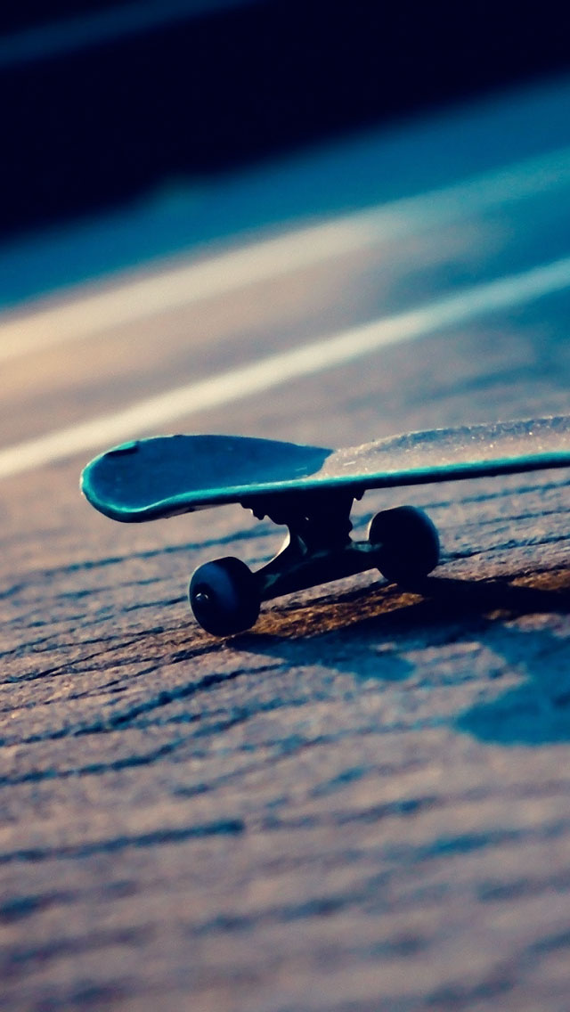 Skateboard light - The iPhone Wallpapers