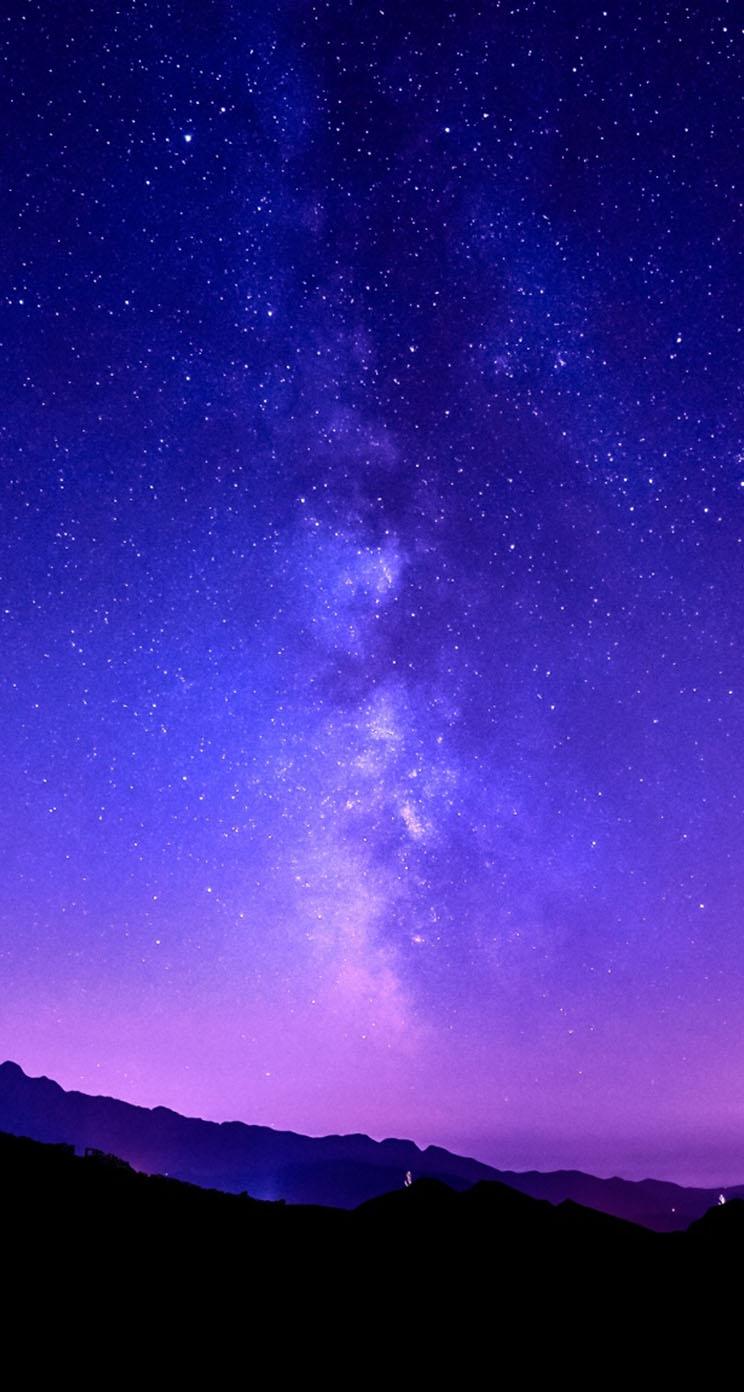 Download the Default iOS Milky Way Wallpaper