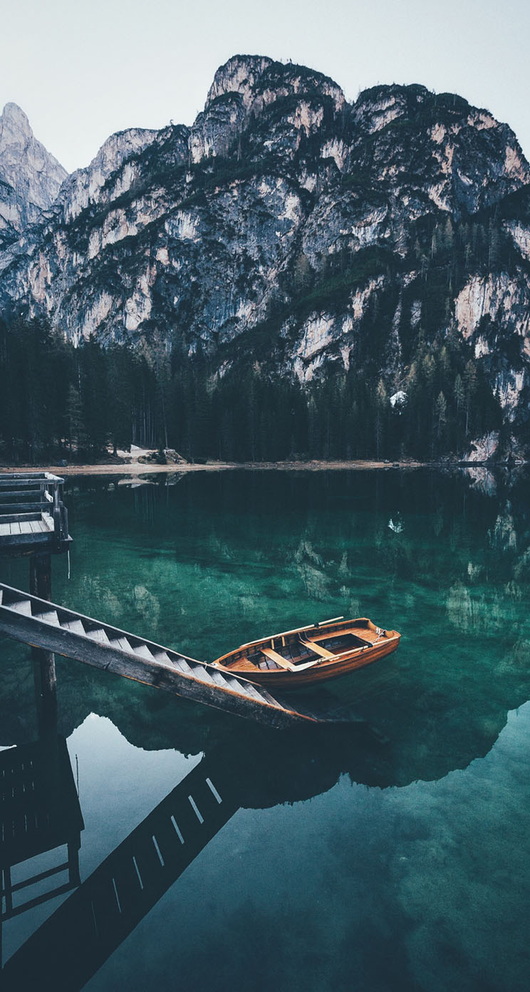 The Iphone Wallpapers Lonely Boat