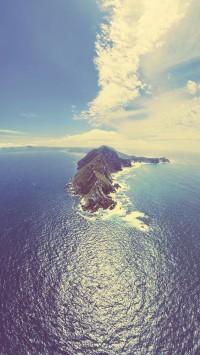 Island in the Vast Ocean